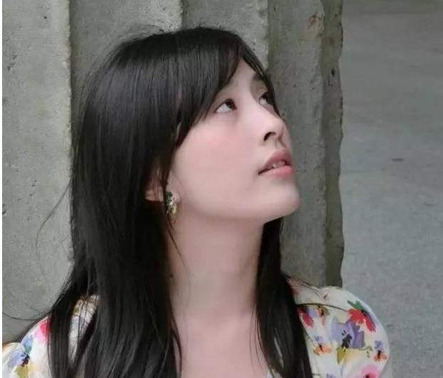 台湾美女作家林奕含自杀前一周的受访视频
